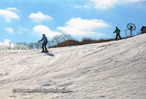 Photo of two skiers at Crystal Ridge