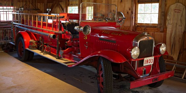 A photo of the 1902 fire engine on display at the Swiss Historical Village